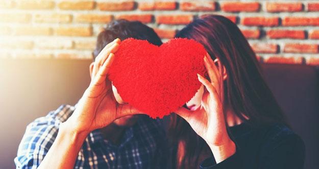 6 Alasan Mengapa Mudah Jatuh Cinta Pada Orang Yang Tidak Tepat