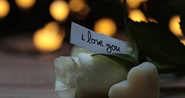 10 Tanda Seseorang Cinta Padamu Tanpa Mengatakan