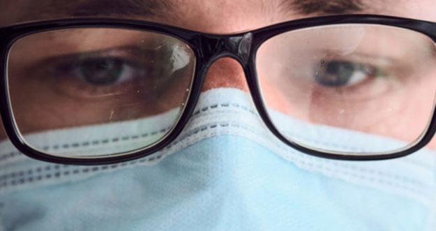 4 Tips Agar Kacamata Tak Berembun Saat Pakai Masker