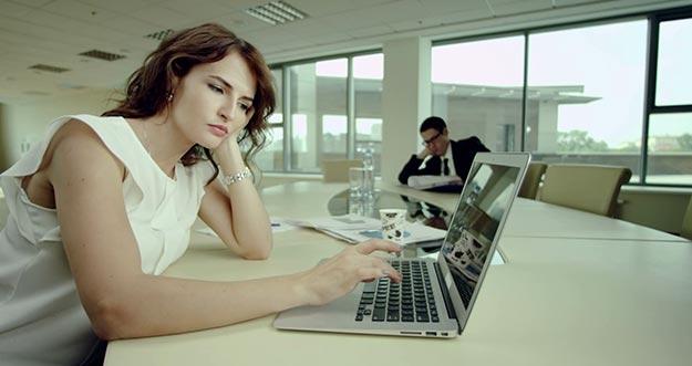 Cara Mengusir Rasa Jenuh Di Kantor