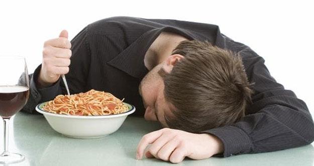 5 Cara Agar Tidak Mengantuk Setelah Makan