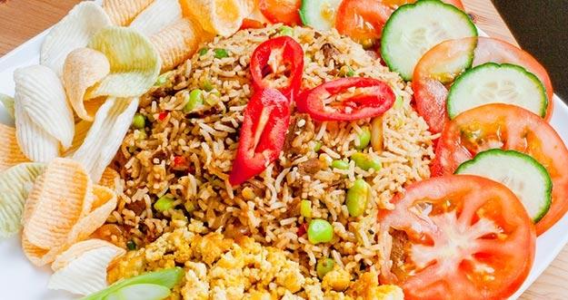 7 Hal Yang Hanya Ditemukan Di Nasi Goreng Indonesia