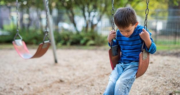 7 Cara Mengetahui Anak Kesepian