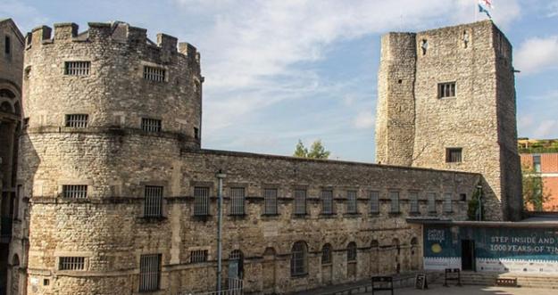 10 Kastil Berhantu Di Dunia