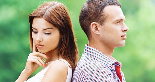 6 Alasan Wanita Ragu Mendekati Pria Lebih Dulu