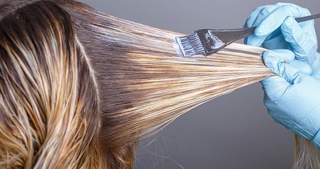 5 Trik Mewarnai Rambut Di Rumah