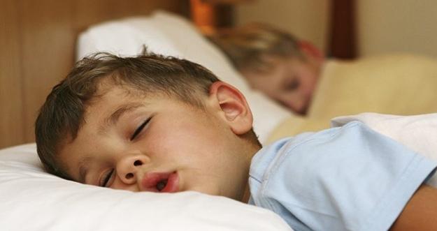Tips Membangunkan Anak Yang Sedang Tidur