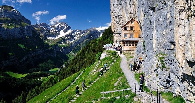 Restoran Terunik Di Swiss
