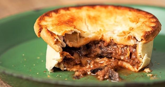 Tinggi Protein, Pie Jangkrik Menjadi Menu Andalan Restoran Di Inggris