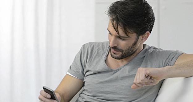 Alasan Kenapa Pria Tak Pernah Chat Duluan