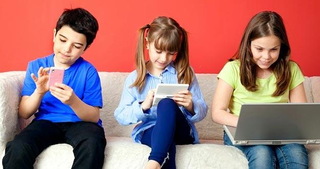 4 Pengaruh Negatif Sosial Media Bagi Anak