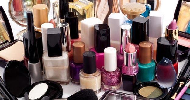 7 Bahan Berbahaya Yang Ada Dalam Kosmetik