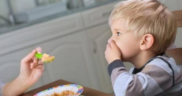 5 Kesalahaan Orangtua saat Memberi Makan Anak