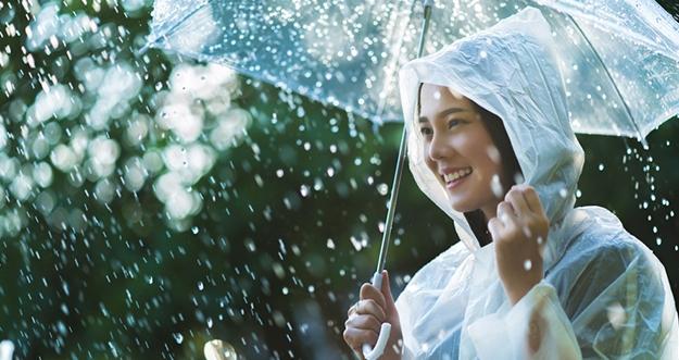 Benarkah Kehujanan Bisa Buat Sakit?