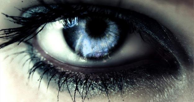 Mengubah Warna Mata Tanpa Lensa Kontak