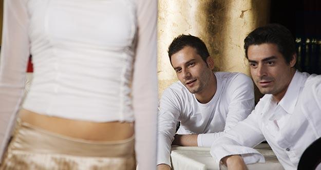 Inilah Reaksi Pria Bila Melihat Wanita Cantik Dan Seksi