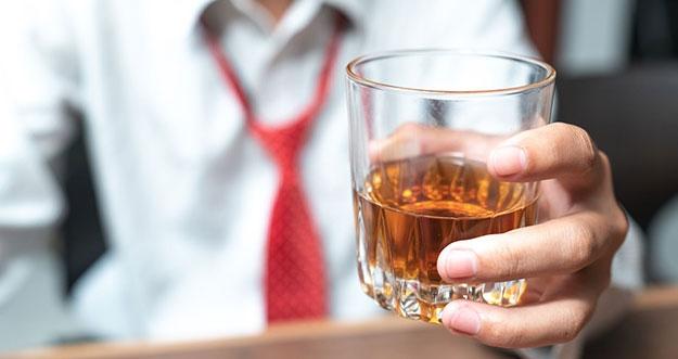 Apakah Minum Alkohol Dapat Hangatkan Tubuh?