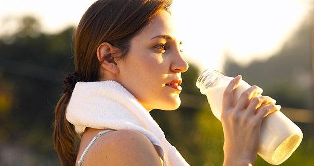 6 Minuman Yang Musti Dikonsumsi Setelah Berolahraga