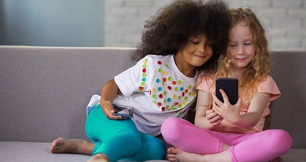 Tolak Ukur Anak Boleh Memiliki Ponsel Pribadi