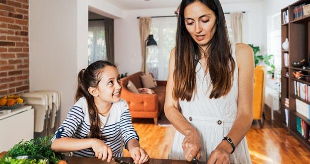 6 Tips Mengajarkan Kebiasaan Makan Sehat Pada Anak