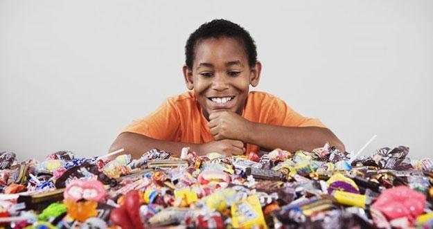 5 Trik Membujuk Anak Agar Berhenti Makan Makanan Manis