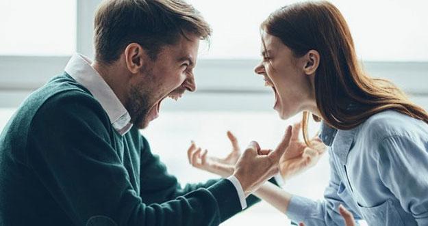 5 Alasan Menyakitkan Seseorang Bertahan Dalam Toxic Relationship