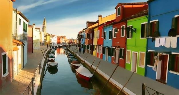 Indahnya Pulau Burano di Italia