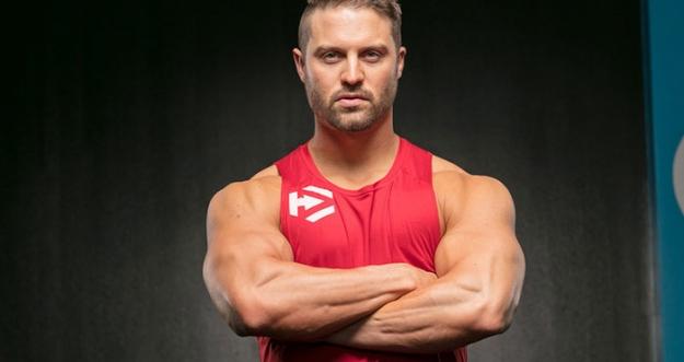 Latihan Eksplosif Mike Hildebrandt Untuk Membentuk Otot Dada Yang Lebih Tebal