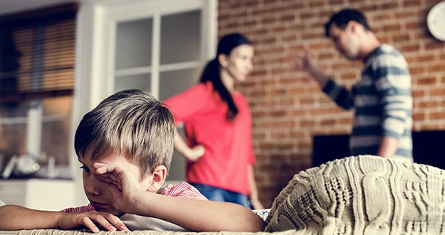 8 Ciri Orang Tua Yang Toxic