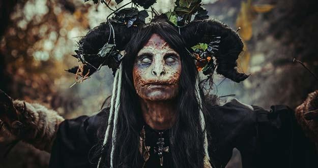 7 Penampakan Aneh Yang Dianggap Sebagai Penyihir