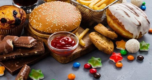 10 Makanan Yang Bisa Memperburuk Gejala Flu dan Demam
