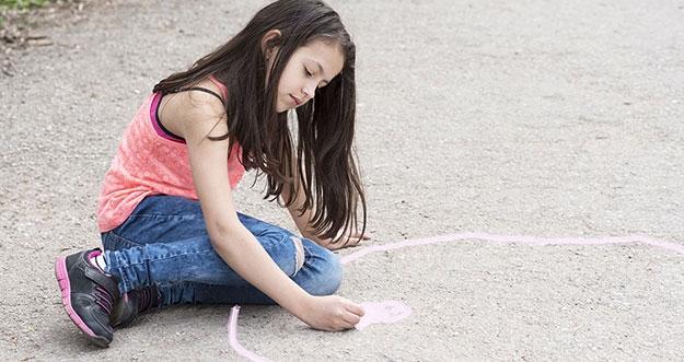 5 Tips Berkomunikasi Dengan Anak Introvert