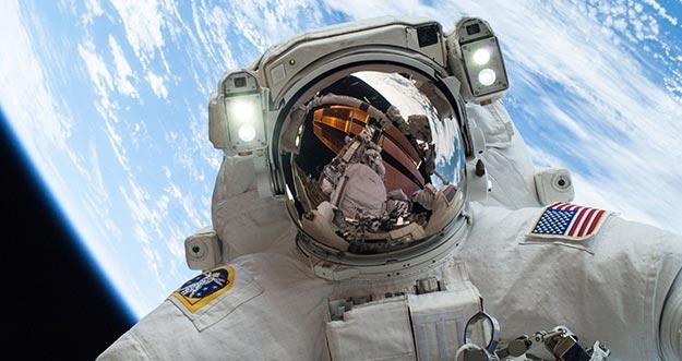 Begini Nih Kehidupan Astronot Di Luar Angkasa