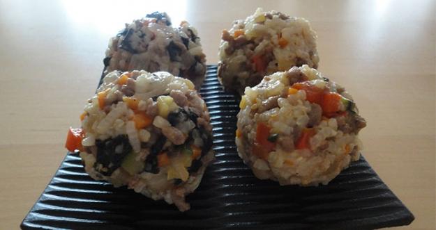 Cara Membuat Jumeok-bap, Nasi Kepal Ala Korea