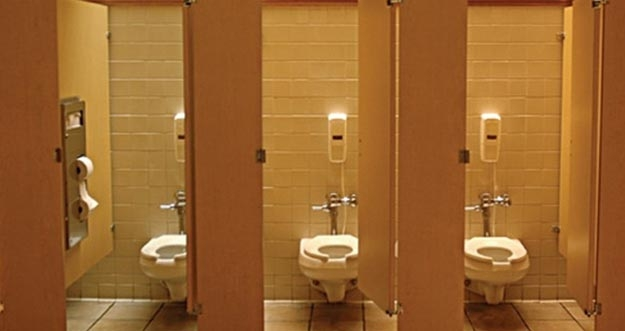 Bahayanya Menggunakan Toilet Umum Yang Jorok