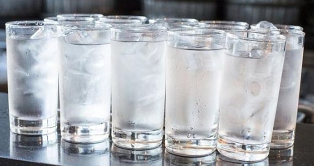 Bolehkah Minum Air Es Saat Menyusui?