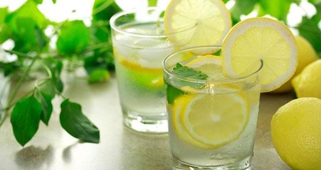 5 Dampak Buruk Terlalu Banyak Minum Air Lemon