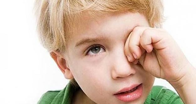 5 Cara Keluarkan Debu Dari Mata