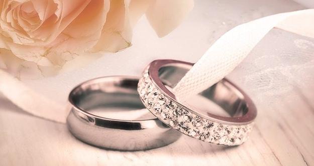 Alasan Cincin Pernikahan Dipasang Di Jari Manis