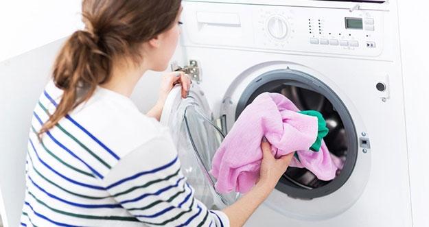 Cara Menghilangkan Bau Amis Pada Pakaian
