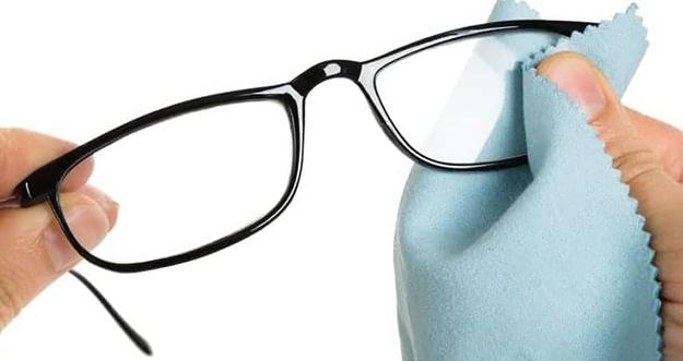 Cara Membersihkan Kacamata Yang Benar