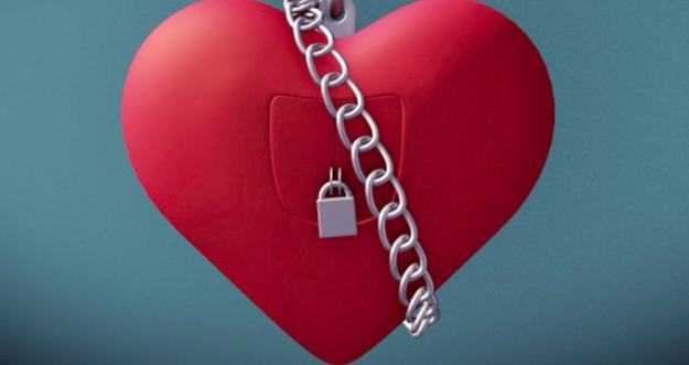 8 Tanda Diri Menutup Hati Untuk Datangnya Cinta