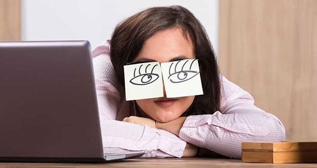 4 Tanda Kelelahan Karena Terlalu Keras Bekerja