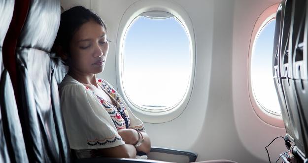 6 Tips Tidur Nyenyak Di Dalam Pesawat Terbang