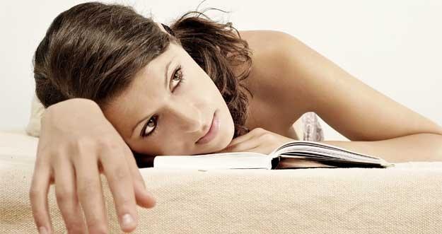 Alasan Seseorang Sulit Tidur Saat Jatuh Cinta Dijelaskan Secara Ilmiah