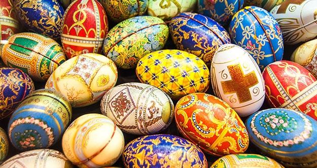Makna Di Balik Warna-Warna Tradisional Saat Paskah