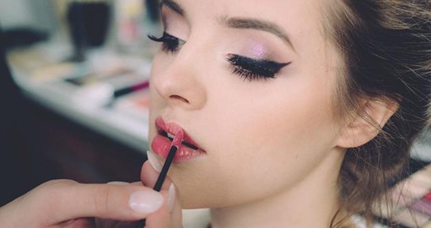 Tips Makeup Untuk Wanita Kulit Berminyak