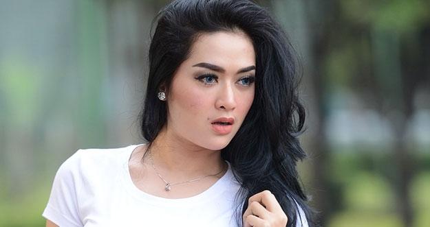 Selebriti Indonesia Yang Terkenal Akan Penampilannya Yang Seksi
