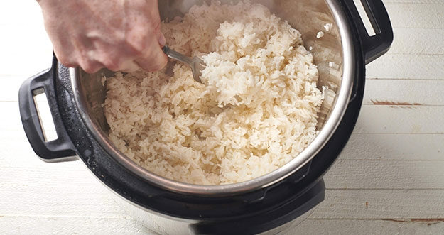 4 Tips Memasak Nasi Lembut dan Tidak Cepat Kering