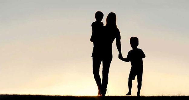 8 Kebiasaan Buruk Yang Dilakukan Single Parent